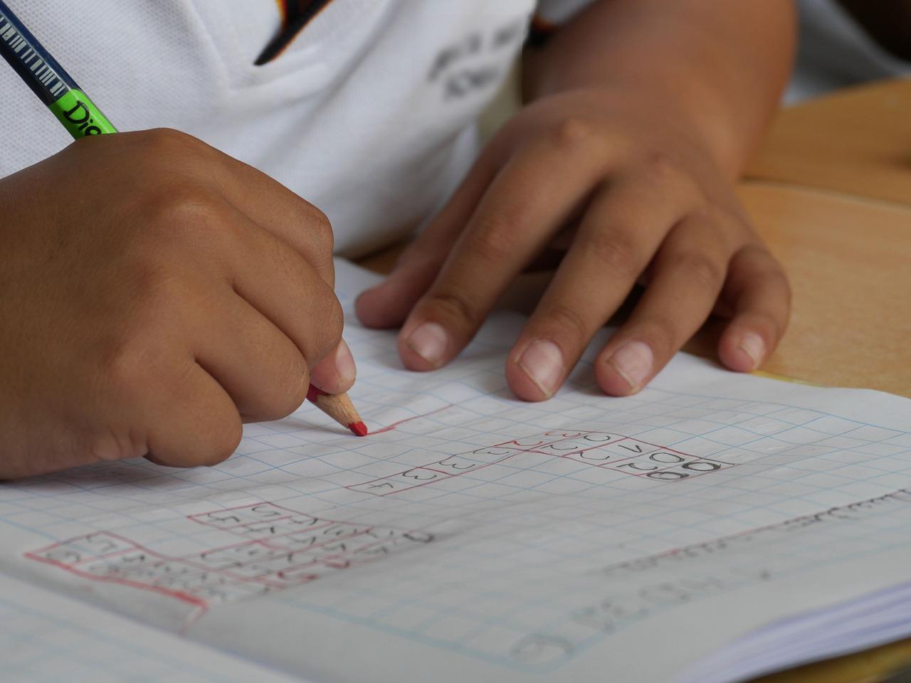 Comment bien faire apprendre une leçon à son enfant ?